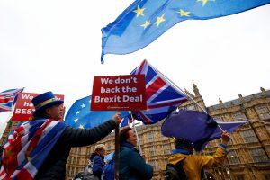"""Daugėja vilčių, kad Britanijoje įvyks antras """"Brexit"""" referendumas"""
