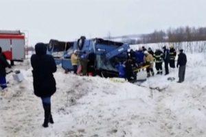 Rusijoje per autobuso avariją žuvo 3 vaikai ir 4 suaugusieji