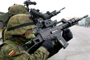 Siūloma atnaujinti Karo padėties įstatymą