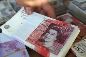 Emigrantai dosniai siuntė pinigus į tėvynę