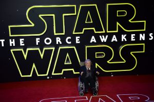 """Mirė """"Žvaigždžių karų"""" robotą R2-D2 suvaidinęs britų aktorius K. Bakeris"""