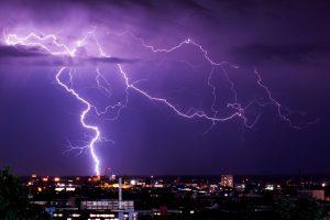 Žaibų nuostolius skaičiuoja tūkstančiais eurų
