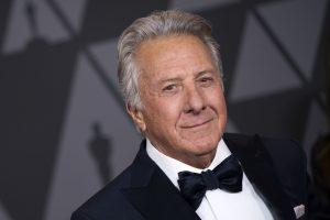 Holivudo aktorius D. Hoffmanas vėl kaltinamas priekabiavimu