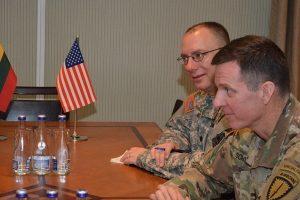 JAV generolas: bendradarbiavimas su Lietuvos kariuomene tik stiprės