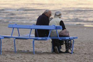 Ar tiesa, kad senelių namuose dieną draudžiama gulėti lovoje?