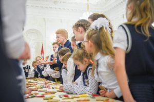 Į Prezidentūrą sugužėjo kaimyninėse šalyse gyvenančių lietuvių vaikai