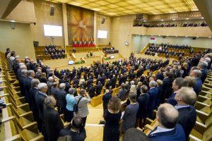Seimas ketina grįžti prie statuto pataisų dėl komitetų ir automobilių