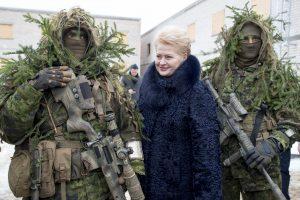 Prezidentė džiaugiasi, kad tautinės mažumos noriai jungiasi į kariuomenę