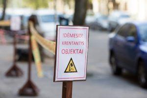 Nelaimė Vilniuje: lūžo daugiabučio balkonas, moterį spėjo įtraukti į butą