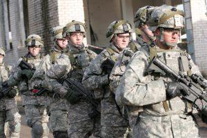 Gynybos ministrai: NATO batalionai yra pasiruošę atgrasinti Rusiją