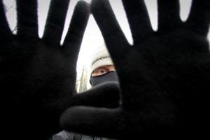 Ilgapirščių laimikis Šiaulių rajone – ir pinigai, ir ginklas