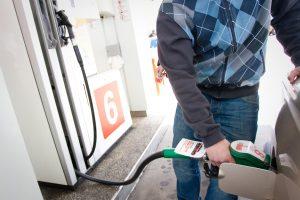 Litras benzino per metus pabrango 16 centų