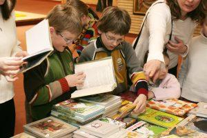 Užsimojo surinkti tūkstantį knygų vaikų dienos centrams