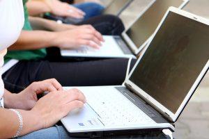 Ragina užsienyje studijuojančius jaunuolius dirbti Lietuvoje