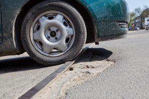 Sostinės vairuotojai išmaniai sužymėjo duobes ir jau sulaukė rezultato