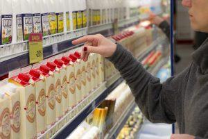 Gamintojai: pieno produktų kainos nemažės