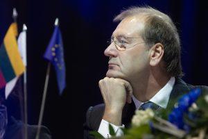 Daugiausia turto sukaupė europarlamentarai V. Uspaskichas ir A. Guoga