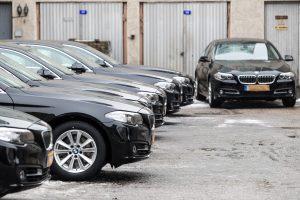 Seimo kanceliarija ketina atsisakyti trečdalio automobilių
