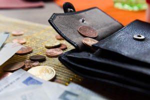 Pakeiskite tris įpročius ir pagerinsite savo finansinę padėtį