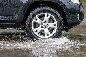 Eismo sąlygas šalyje sunkina užsitęsęs lietus