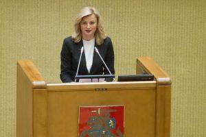 Seimo lenkai neskubina pavardžių rašybos klausimo
