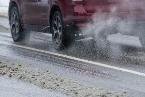 Telšių rajone eismo sąlygas sunkina plikledis