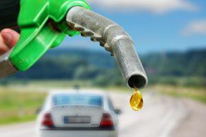 Rusijos benzino gamintojai pradėjo mažinti kainas