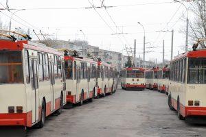 Vilniuje į troleibusą lipantį vaiką nukrėtė elektra