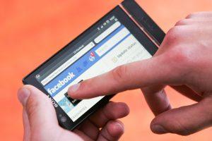 """Į rūsį uždarytas vaikinas pagalbos šaukėsi per """"Facebooką"""""""