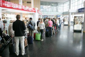 Girtų keleivių šou oro uoste baigėsi areštinėje