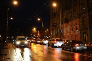 Svarbu vairuotojams: naktį keliuose reikės saugotis plikledžio