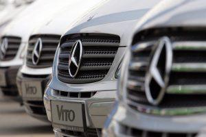 Ekspertai automobilių pardavėjams žada geresnius metus