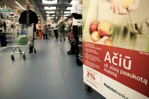 Tyrimas: labdarai apskritai neaukoja beveik pusė lietuvių