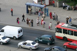 Sostinės vairuotojams – raginimas neblokuoti viešojo transporto stotelių