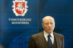 Teismas aiškinosi, ar iš eksministro pagrįstai priteista 15 tūkst. eurų žalos
