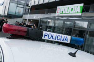 Į darbą skubančią policininkę perėjoje partrenkė 18-metis armėnas