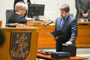 Vilniaus taryboje konservatorius išlupo garsą įrašinėjantį mikrofoną