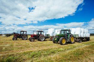 Ūkininkai nebeskuba pirkti naujų traktorių