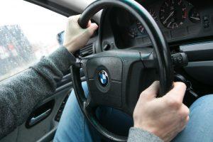 Vilniuje automobilis perėjoje partrenkė paauglę