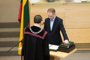 Prisiekė naujas Seimo narys A. Nakas