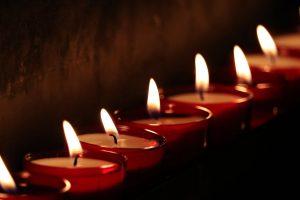 Ypatingos žvakutės sužibs ant nelankomų kapų