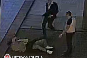 Vilniuje sumuštas jaunuolis (policija prašo atpažinti tris vyrus)