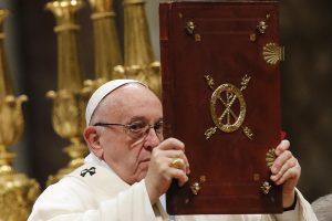 """Popiežius perspėja dėl """"griaunančių vartojimo banalumų"""""""