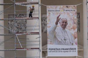 Popiežiaus vizitas: Bažnyčiai – raginimas atskleisti sąmatas