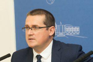 Premjero patarėjas mokytojus palygino su V. Putino smogikais okupuojant Krymą