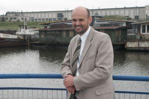 Ministras negali atleisti G. Labanausko dėl jo nedarbingumo