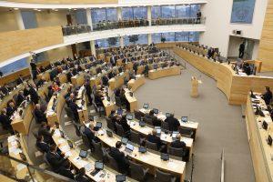 Prašo prezidentės vetuoti įstatymą, kuriuo Seimo nariai pasididino sau algas