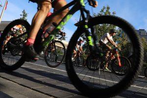 """Nelaimė """"Velomaratone"""": dviratininkas parbloškė pėsčiąją ir nuvažiavo"""