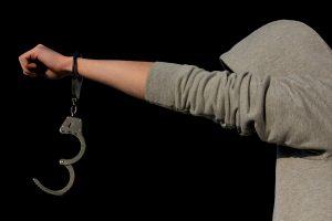 Teismas leido suimti paauglius, įtariamus 13-mečio nužudymu