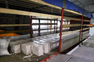 Nelegalų krovinį muitininkai rado dvigubose puspriekabės lubose